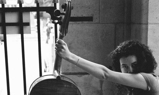 eïleen chanteuse violoncelle bordeaux